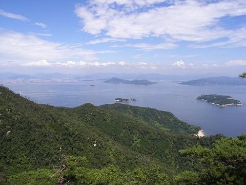 獅子岩展望台からの眺めです。小島が沢山あって神秘的です。
